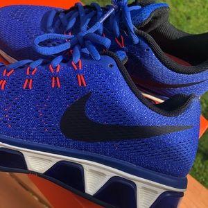 Women's Nike run easy tailwind sneakers 9 blue